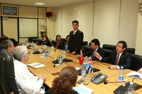 Ông Bạch Thành Lê, Phó chủ tịch phụ trách Công nghệ thông tin của Bkav trong chuyến tháp tùng Thủ tướng Chính phủ, thăm chính thức Cộng hoà Cuba năm 2014. Ảnh: Le Diep.