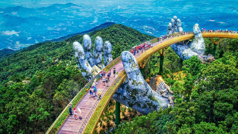Cầu Vàng tại Sun World Ba Na Hills - Cây cầu biểu tượng hàng đầu thế giới năm 2020.