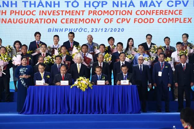 Đại diện hai bên tại lễ kí kết hợp tác.
