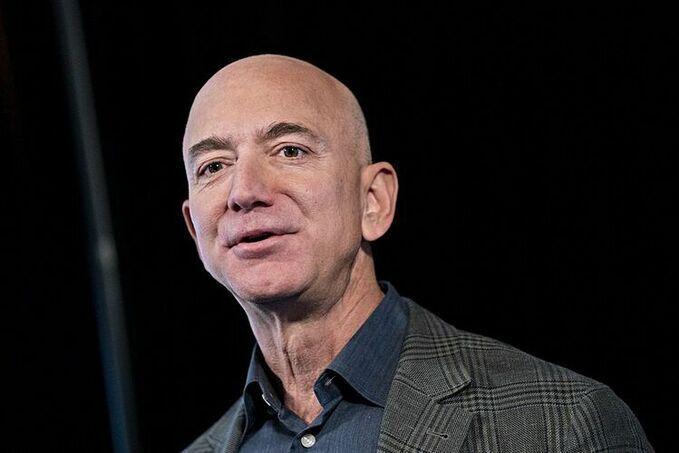 Ông chủ Amazon Jeff Bezos hiện là người giàu nhất thế giới. Ảnh: Bloomberg