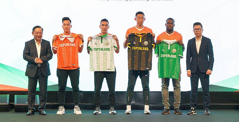 Câu lạc bộ Topenland Bình Định ra mắt áo đấu mới.