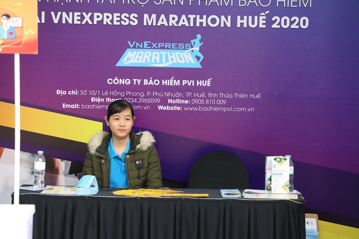 The booth offers a variety of runner insurance.  Photo: Tien Thanh.