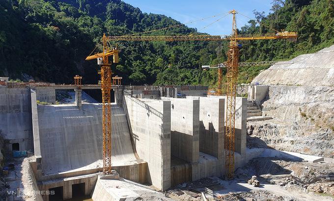 Một thuỷ điện được xây dựng trên sông Đắk Mi, huyện Phước Sơn, Quảng Nam. Ảnh: Đắc Thành.