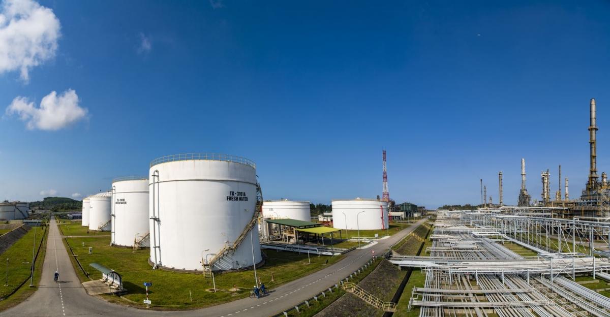 Một góc nhà máy lọc dầu Dung Quất. Ảnh: BSR.