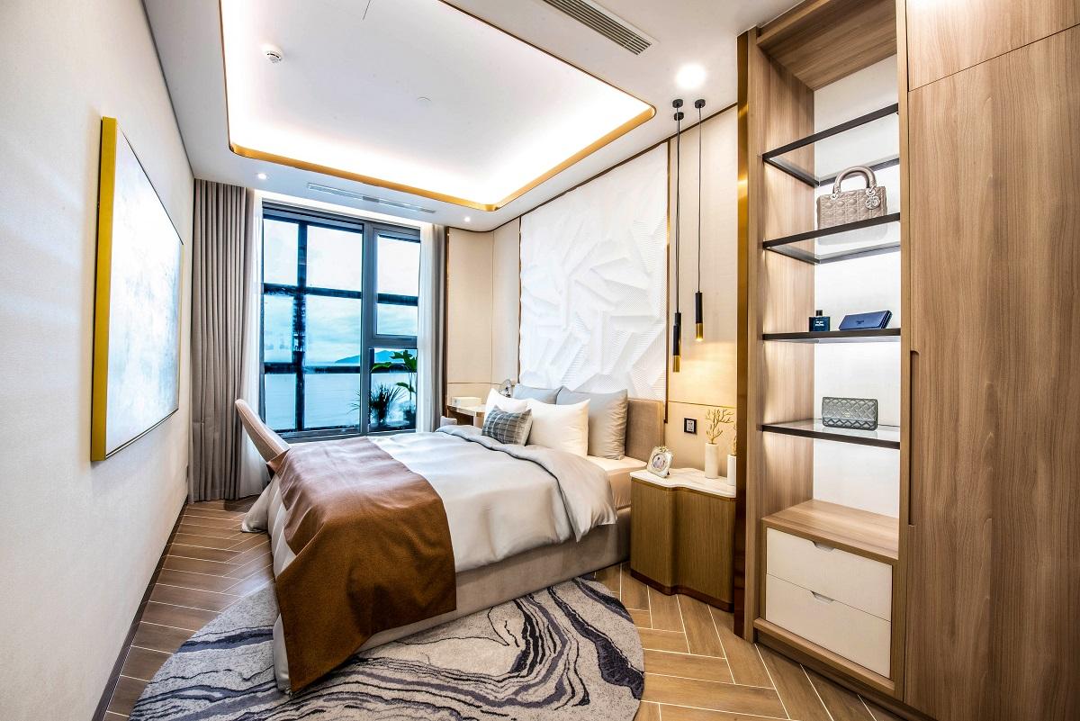 Không gian phòng ngủ được sắp đặt tinh tế, nơi gia chủ tận hưởng những phút giây nghỉ ngơi, thư giãn.