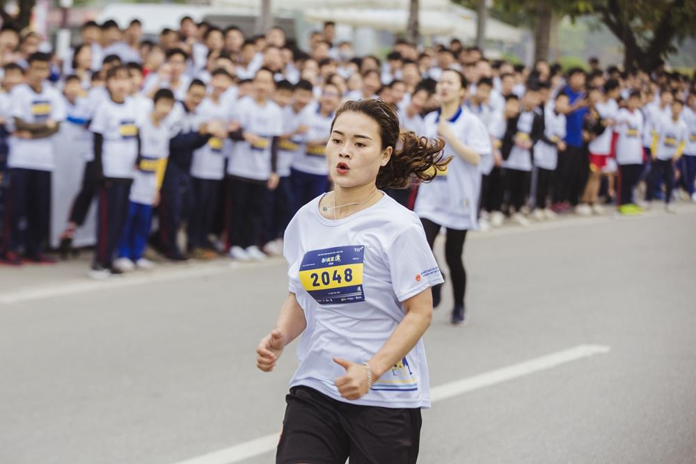Lương Thị Hương – Hạng Nhất cự li 1,5km dành cho sinh viên nữ nỗ lực bứt tốc trên đường đua.