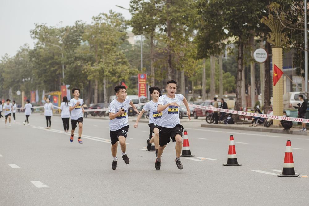 Các em học sinh bứt tốc về đích tại giải S-Race.
