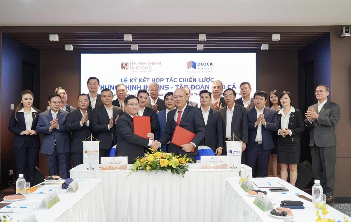 Ông Nguyễn Tấn Đông - Tổng Giám đốc Tập đoàn Đèo Cả (phải) và ông Trần Tiến Thanh - Tổng Giám đốc Hưng Thịnh Incons (trái) thực hiện nghi thức ký kết hợp tác.