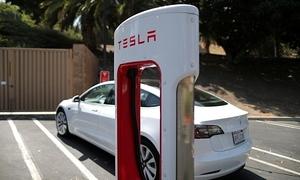 Tesla bán gần 500.000 xe điện năm ngoái