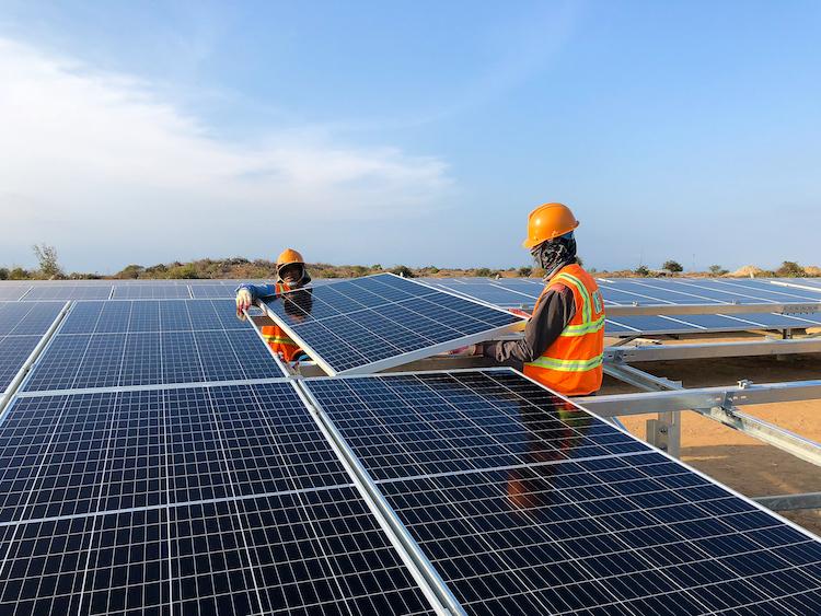 Ảnh 1: Nhà máy điện mặt trời Phước Ninh có công suất 45MW với tổng vốn đầu tư trên 1.000 tỷ đồng, mỗi năm sẽ cung cấp cho lưới điện quốc gia khoảng 75 triệu kWh/năm.