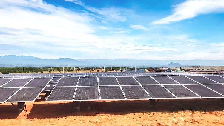 Ảnh 3: Nhà máy điện mặt trời Hồng Liêm 3 do Tập đoàn Hawee làm tổng thầu thi công với công suất 50MWp, được xây dựng tại xã xã Hồng Liêm, huyện Hàm Thuận Bắc, tỉnh Bình Thuận.