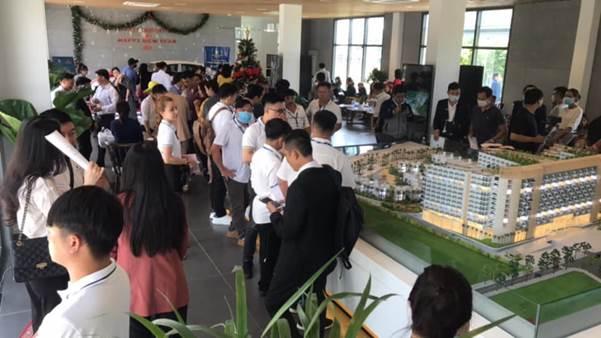 Nhà đầu tư tham quan trung tâm bán hàng của Charm Resort Long Hải. Ảnh: Charm Group.