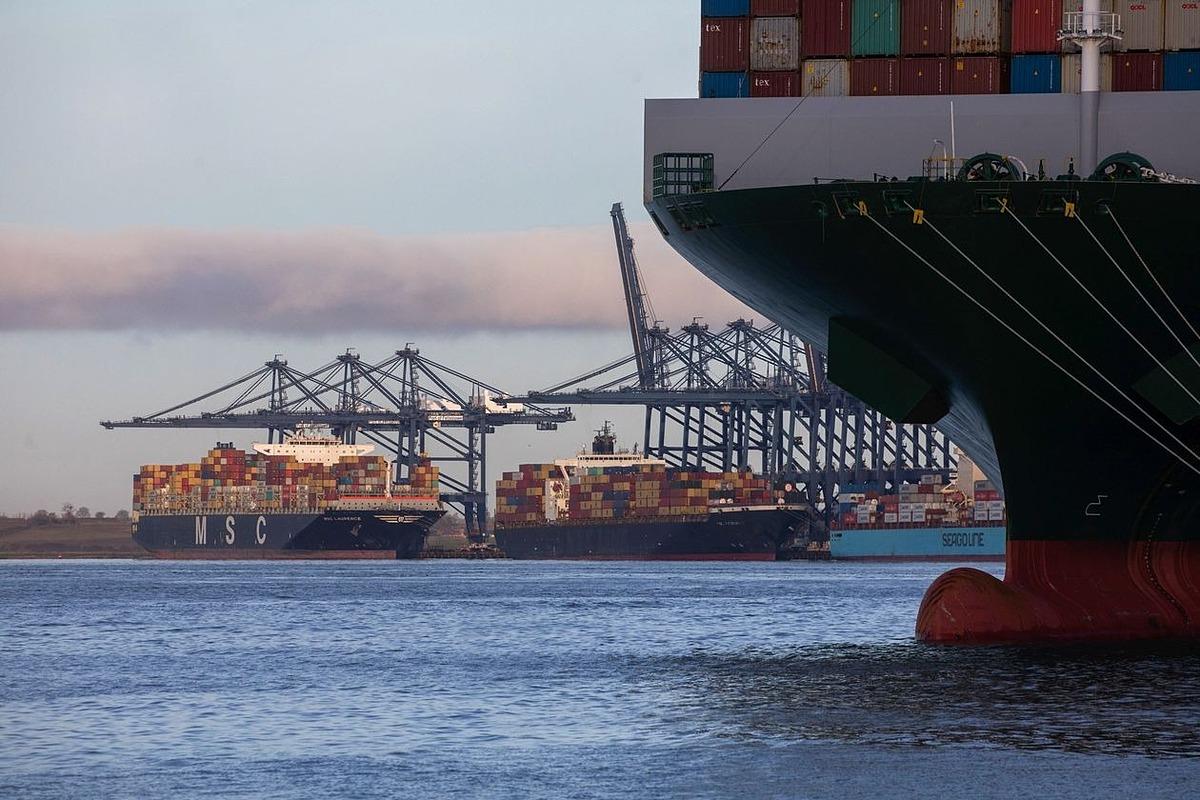 Cảng Felixstowe (Anh). Ảnh: Bloomberg.