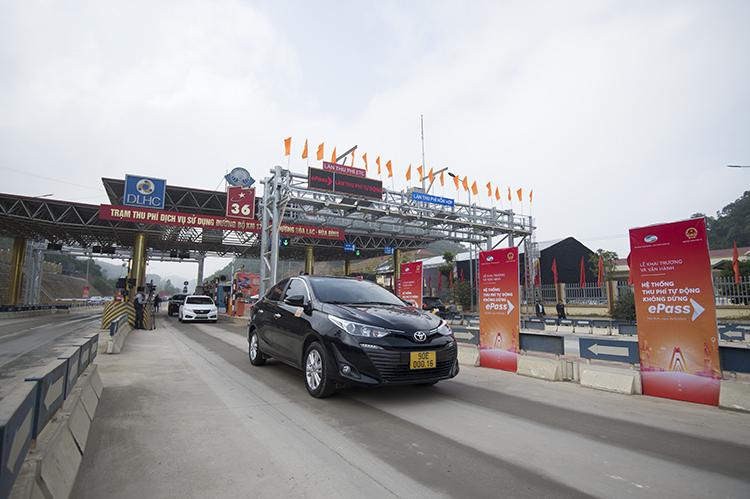 Làn xe thu phí tự động không dừng ePass tại Hòa Bình.