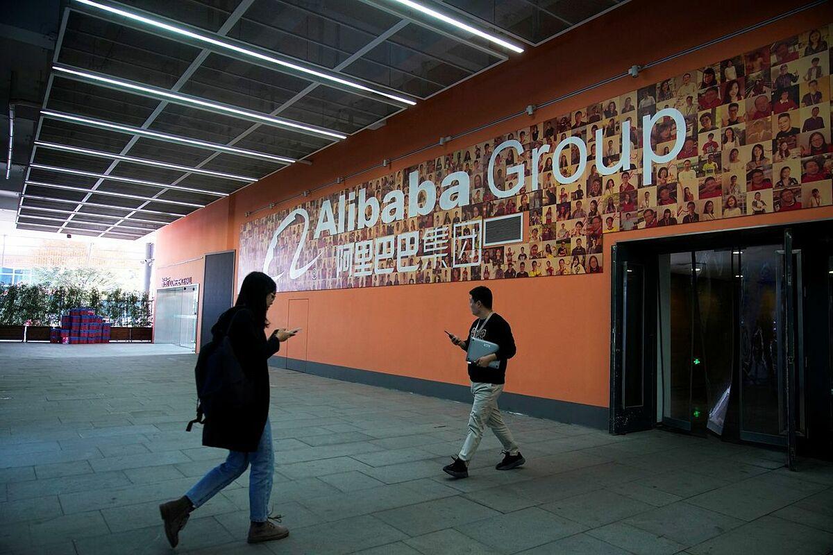 Bên ngoài văn phòng của Alibaba. Ảnh: Reuters