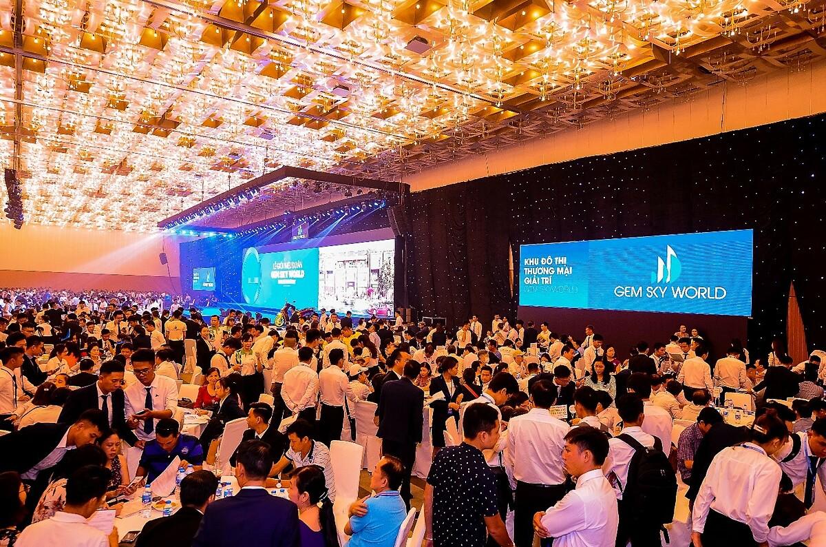 Hàng nghìn khách hàng tham dự sự kiện ra mắt dự án Gem Sky World. Ảnh: Đất Xanh Services.