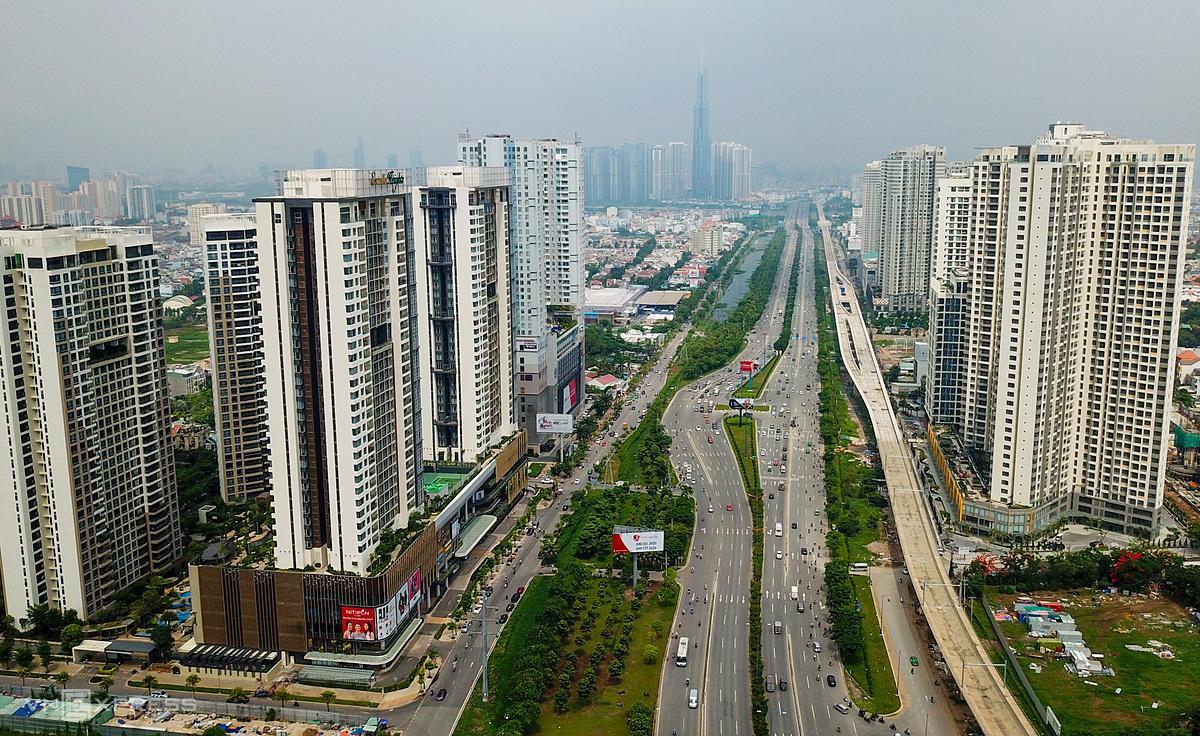 Một góc Xa lộ Hà Nội (quận 2) hướng về trung tâm TP HCM. Ảnh: Quỳnh Trần.