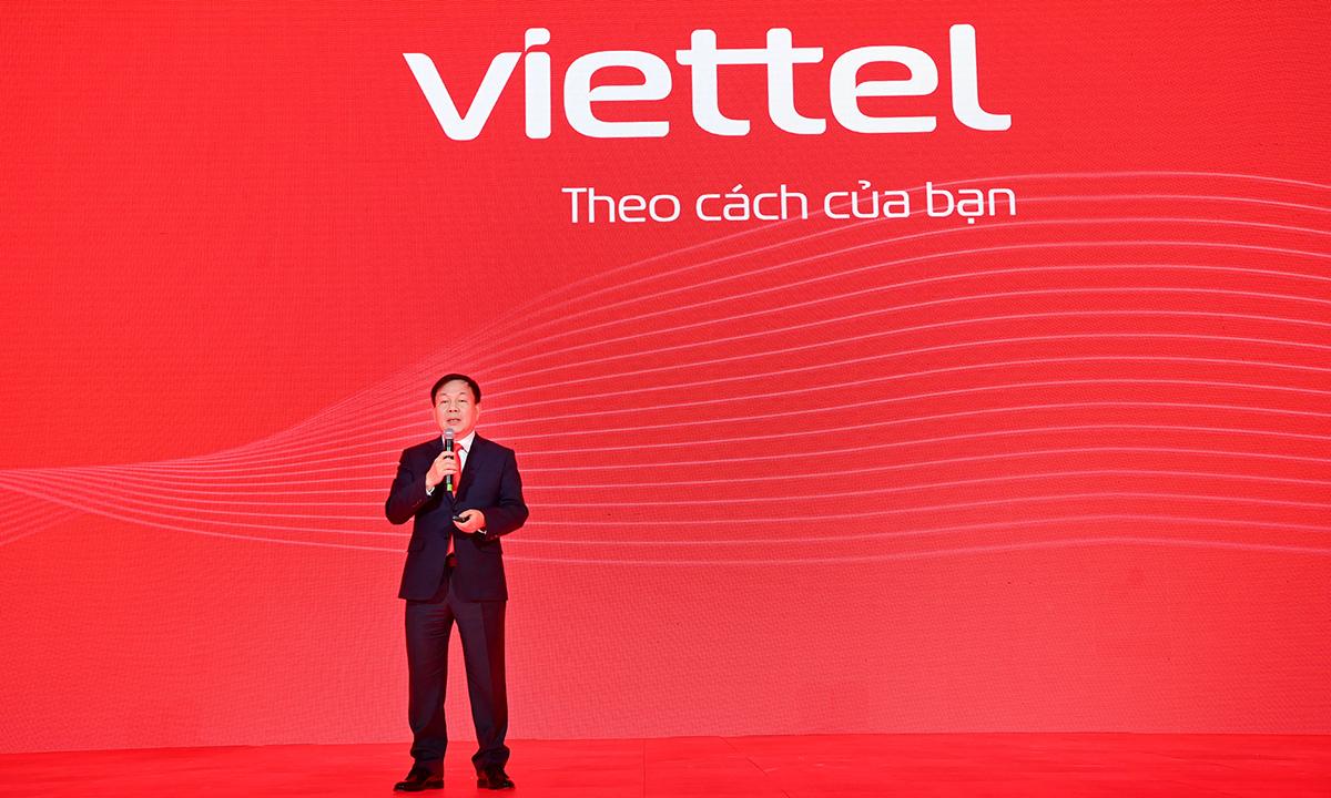 Quyền Chủ tịch, Tổng giám đốc Viettel, Lê Đăng Dũng chia sẻ về bộ nhận diện thương hiệu mới chiều 7/1. Ảnh: Viettel