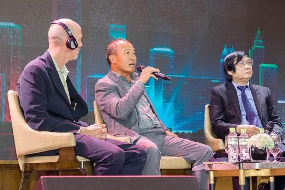 Ông Nguyễn Xuân Quang (giữa) - Chủ tịch HĐQT, Công ty CP đầu tư Nam Long.
