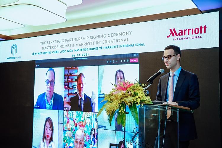 Ông Alexander Tatsis - Trưởng phòng Kinh tế, đại diện Lãnh Sự Quán Hoa Kỳ tại Việt Nam phát biểu tại lễ ký kết hợp tác giữa Masterise Homes & Marriott International