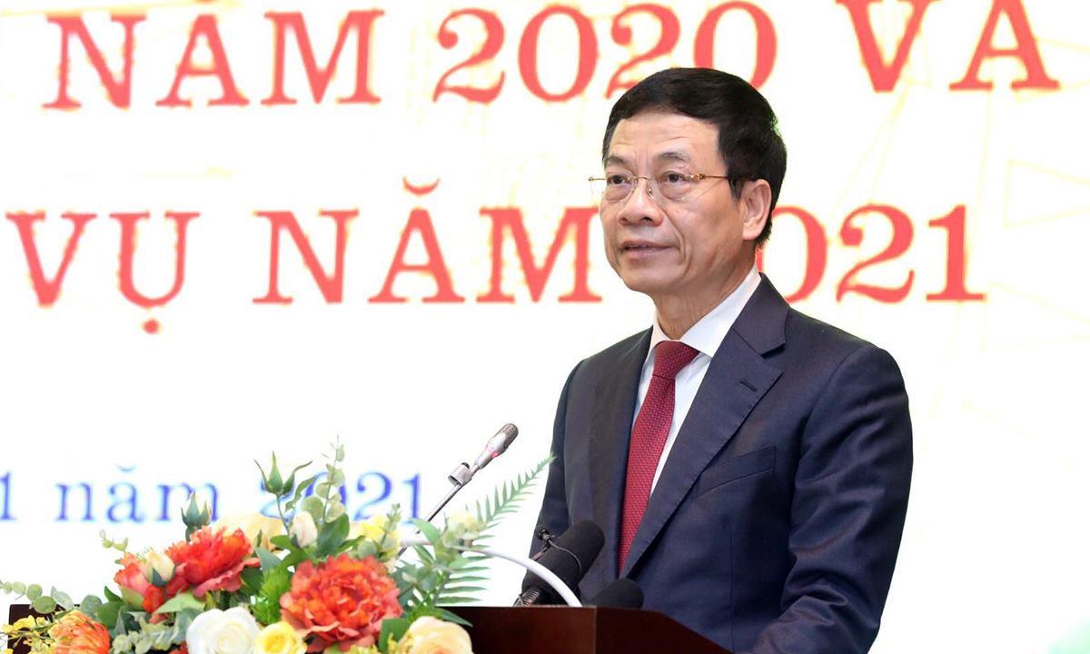 Bộ trưởng Nguyễn Mạnh Hùng phát biểu tại hội nghị sáng 12/1. Ảnh: Lê Sơn.
