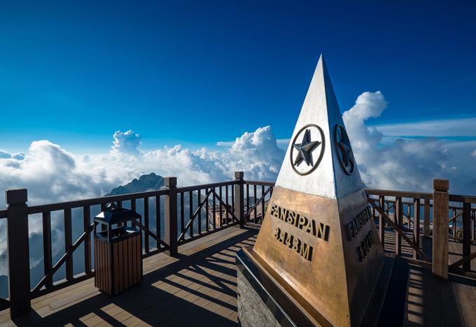 Đỉnh Fansipan ở huyện Sa Pa, Lào Cai. Ảnh:Shutterstock.