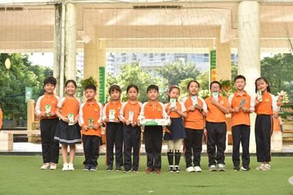 Học sinh tại các trường tiểu học và mầm non trên địa bàn thành phố Hà Nội tham gia cuộc thi Cùng bé thu gom vỏ hộp giấy do Tetra Pak tổ chức