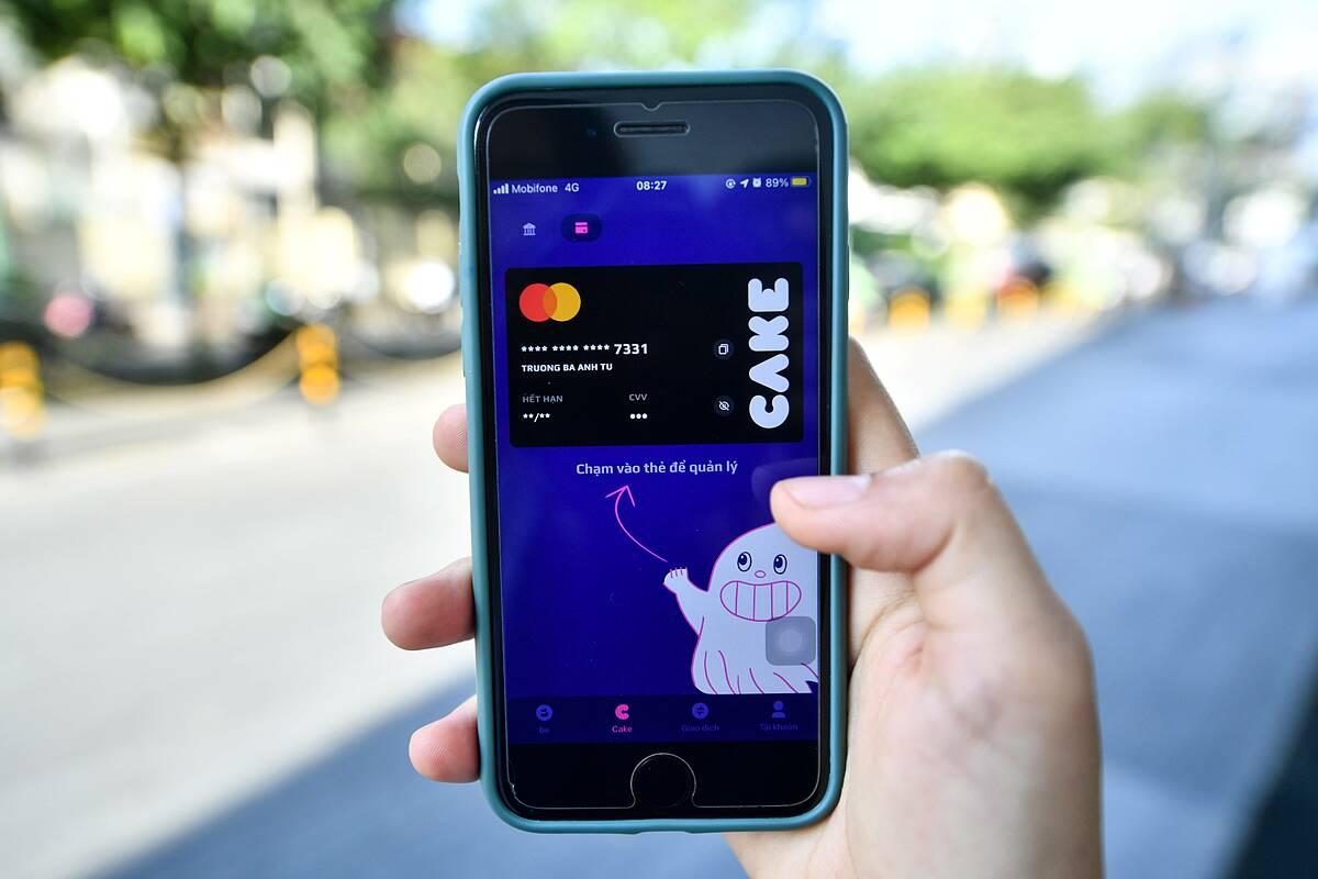 Ngân hàng số Cake cho phép khách hàng quản lý lịch sử thẻ ghi nợ ngay trên ứng dụng. Ảnh: Be Group.