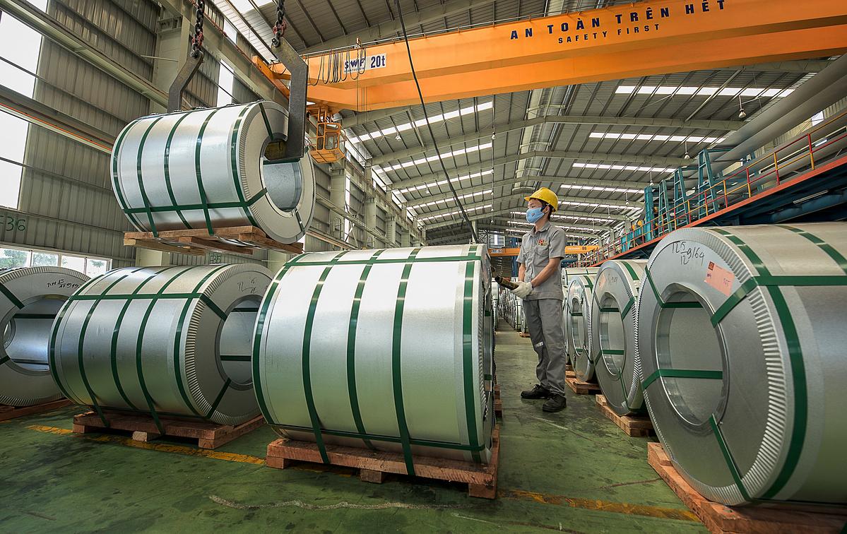 Bên trong một nhà máy thép cán nguội tại An Giang. Ảnh: Phương Đông.