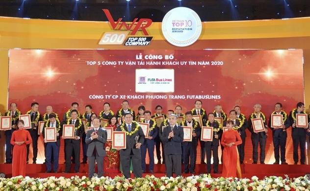FUTA Bus line được vinh danh Top 5 công ty vận tải hành khách uy tín và công ty chuyển phát nhanh - giao hàng năm 2020 do Vietnam Report thực hiện.