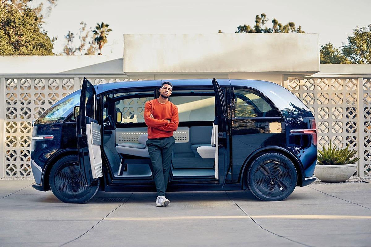Hình ảnh thực tế về ôtô tự lái Canoo có thiết kế như một phòng chờ di động. Ảnh: Canoo.