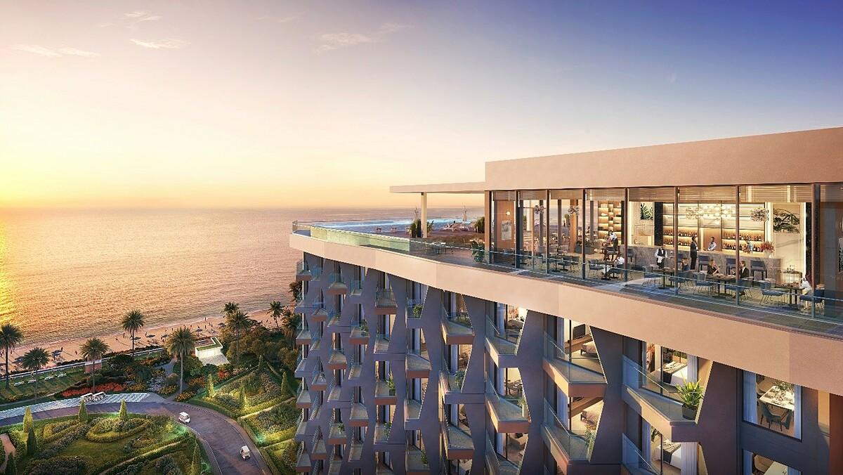 Căn hộ Alaric Tower có hệ thống cửa kính lùa rộng cùng ban công thông thoáng, giúp gia chủ chiêm ngưỡng trọn vẹn cảnh sắc thiên nhiên và gió biển mát lành. Ảnh phối cảnh: Rio Land.