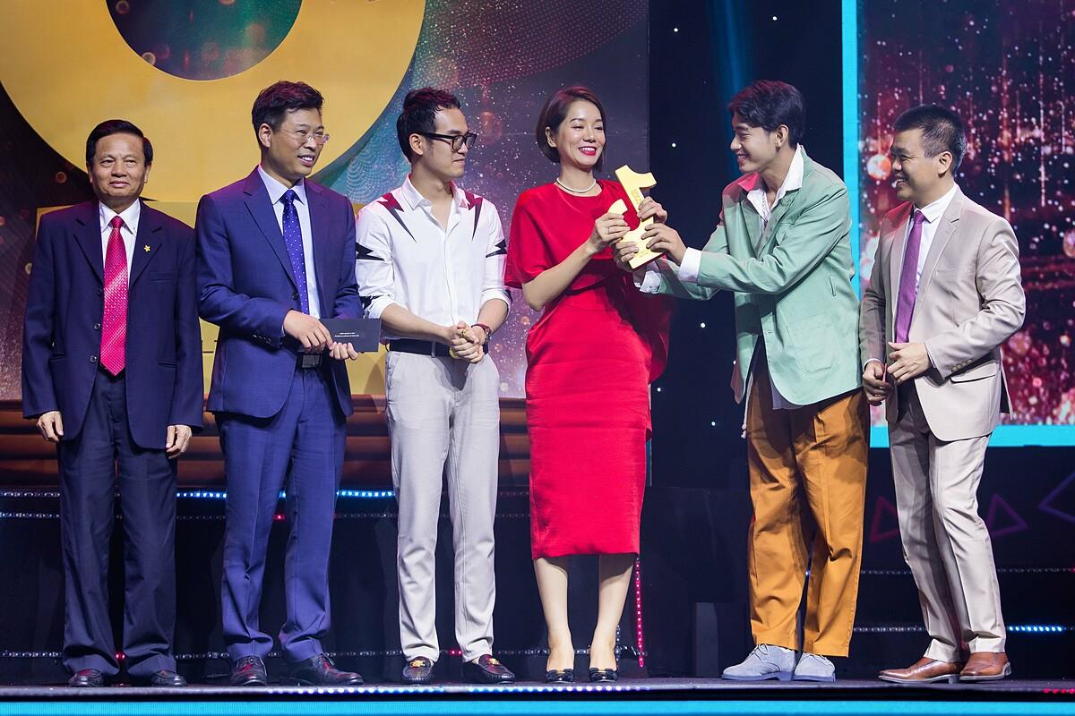 Chiến dịch Vũ điệu rửa tay (#vudieuruatay) thắng hạng mục Chiến dịch của năm tại đêm vinh danh TikTok Awards Việt Nam 2020. Ảnh: TikTok Việt Nam.