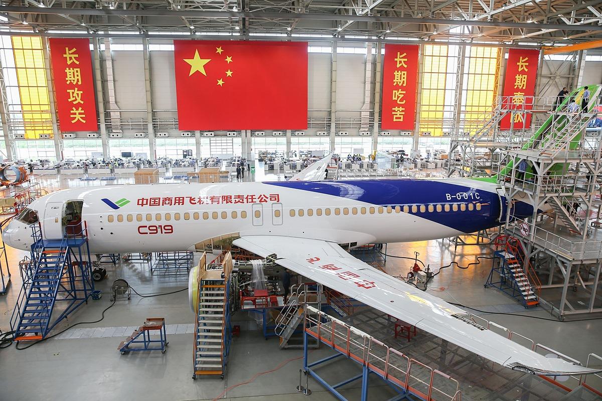 Máy bay C919 bên trong nhà máy của Comac. Ảnh: Xinhua.