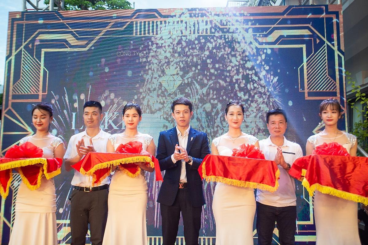 Ông Phạm Quốc Việt tại buổi lễ khai trương sàn giao dịch bất động sản Crown Land, Quảng Ninh.