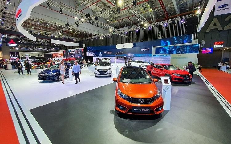 Nhu cầu mua xe, thuê xe thường tăng vào dịp cận Tết Nguyên Đán.