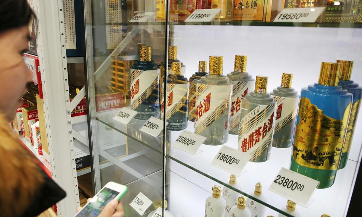 Rượu Mao Đài bày trong một siêu thị ở tỉnh Giang Tô, Trung Quốc. Ảnh: Xinhua