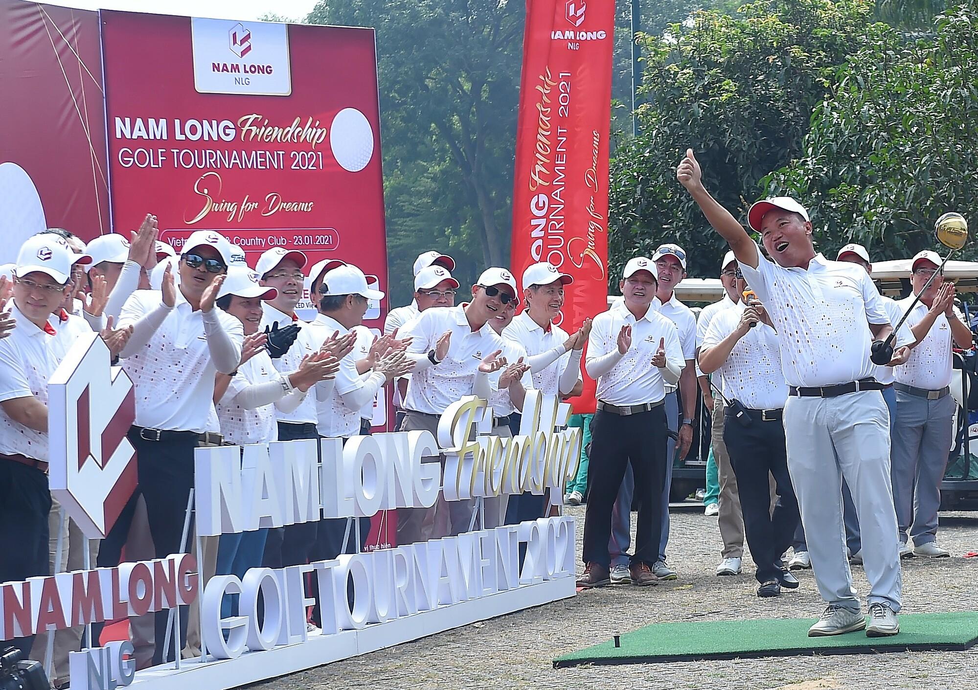 Các golf thủ tranh tài tại giải golf do Nam Long tổ chức. Ảnh: Nam Long.