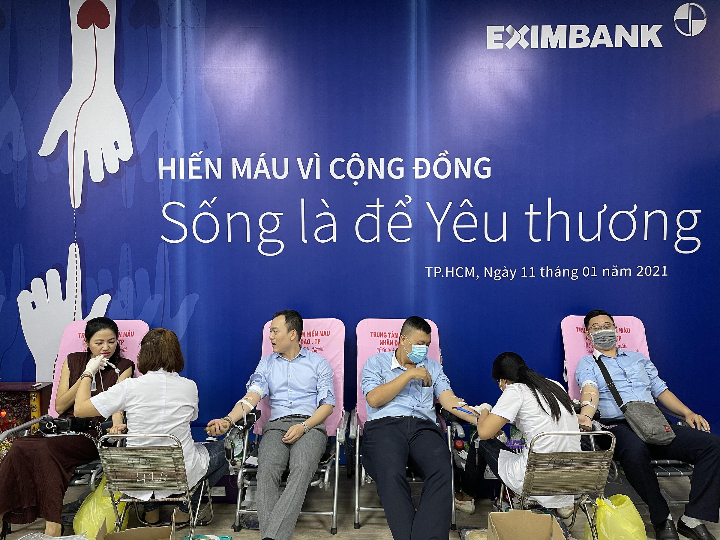 Eximbank tiếp tục lan tỏa thông điệp Sống là để yêu thương với buổi hiến máu vì cộng đồng năm nay. Ảnh: Eximbank.