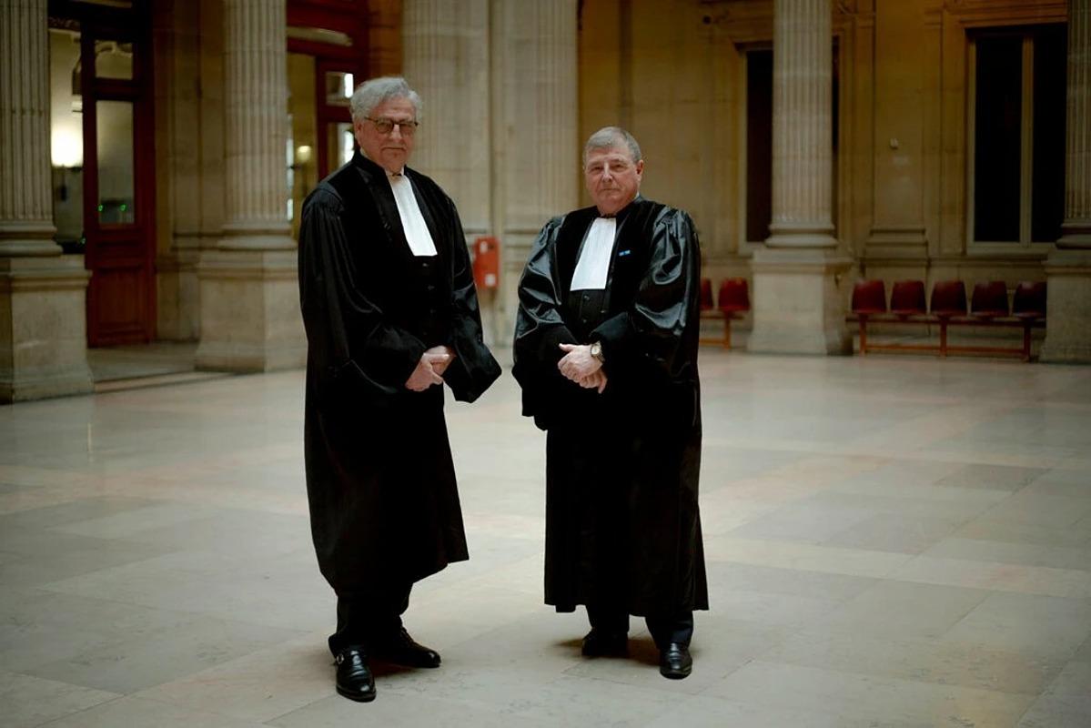 Thẩm phán Judges Dominique-Paul Vallée (bên trái) và Thẩm phán Patrick Coupeaud tại Tòa án Thương mại Paris. Ảnh: NYT.
