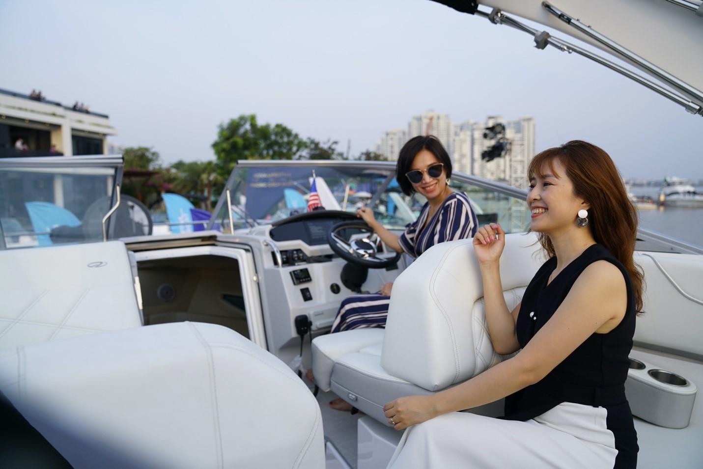 Triển lãm du thuyền, ca nô... tại bến du thuyền Bình Khánh, quận 2 nằm trong chuỗi sự kiện tri ân khách hàng của Novaland tháng 1, qua đó giới thiệu các dự án có tiện ích bến du thuyền như Aqua City, NovaWorld Ho Tram, NovaWorld Phan Thiet. Ảnh: Novaland.