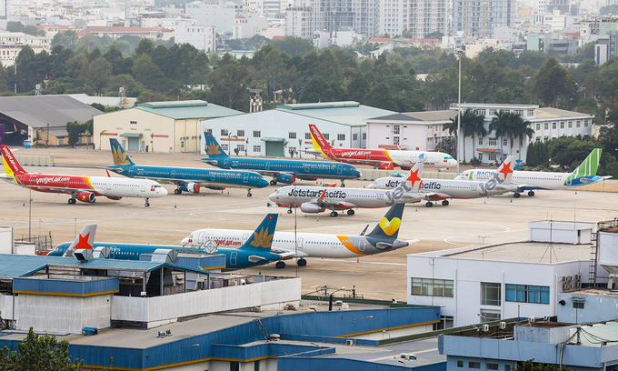 Máy bay của các hãng trong nước đắp chiếu tại Tân Sơn Nhất hồi tháng 4 - thời điểm hầu hết máy bay phải dừng hoạt động vì Covid-19. Ảnh:Quỳnh Trần