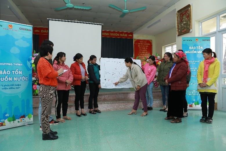 Người dân địa phương tích cực tham gia các lớp huấn luyện về bảo tồn nguồn nước do Heineken Việt Nam và CISDOMA tổ chức. Ảnh: Heineken Việt Nam.