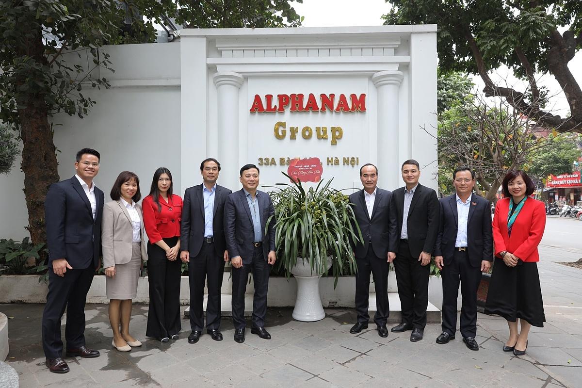 Đoàn đại biểu tham quan trụ sợ Alphanam Group tại Hà Nội.