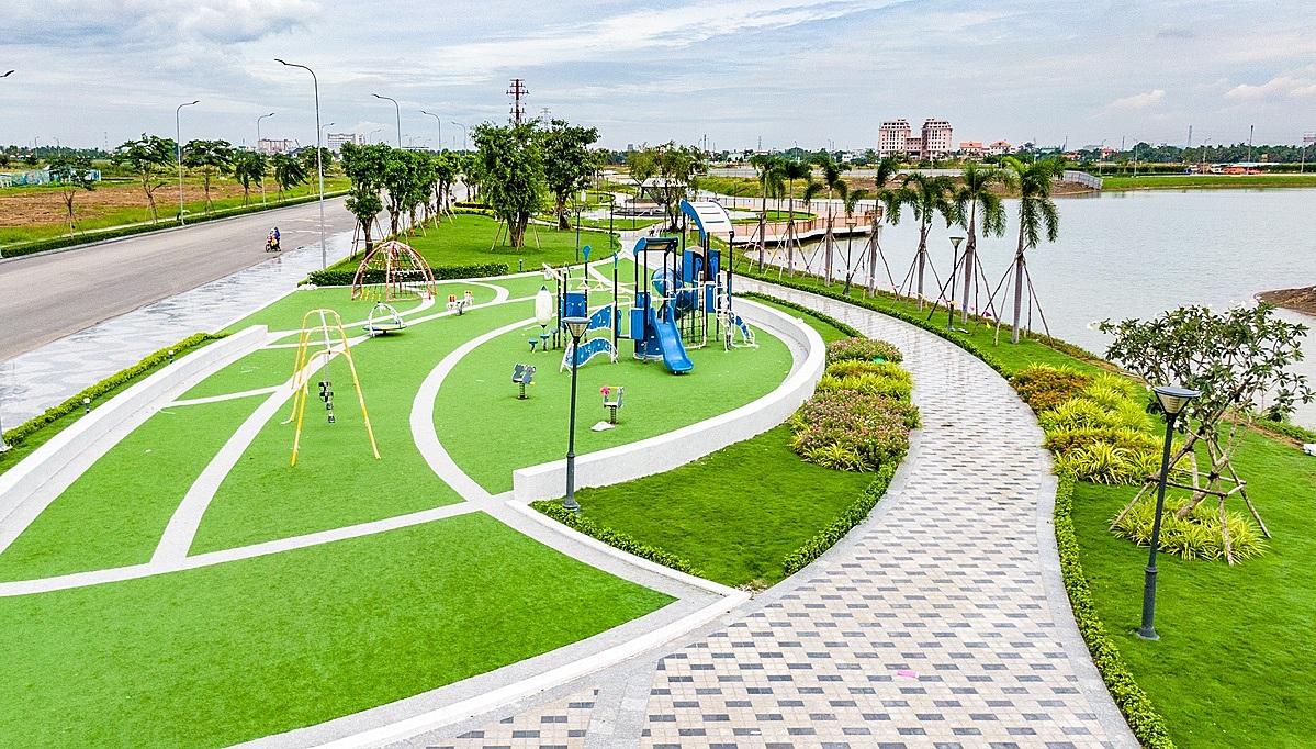 Mảng xanh và mặt nước tại Van Phuc City chiếm đến hơn 60% diện tích dự án. Ảnh: Vạn Phúc.