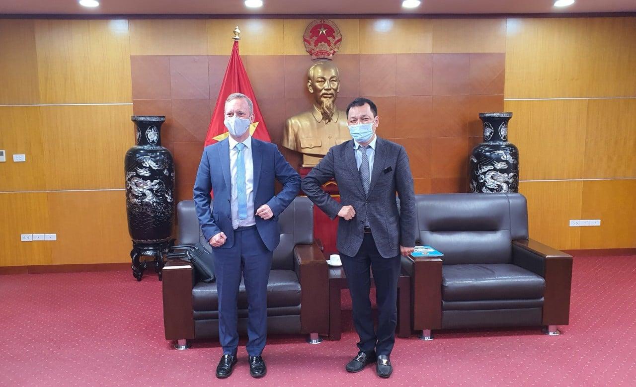 Đại sứ Gareth Ward và Thứ trưởng Công Thương Đặng Hoàng An tại cuộc gặp chiều 3/2. Ảnh: MOIT.