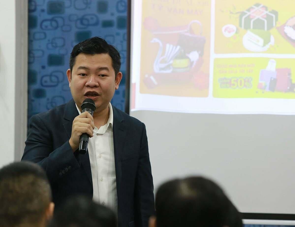 Ông Leon Trương giảng dạy nhiều khóa học về thương mại điện tử và chuyển đổi số. Ảnh: DTS.