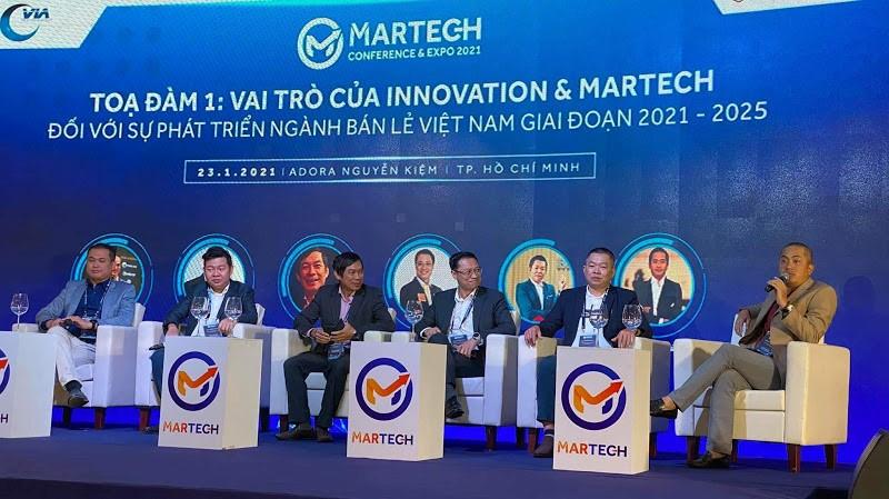 Ông Leon Trương tham gia tọa đàm về sự phát triển của ngành bán lẻ Việt Nam. Ảnh: DTS.