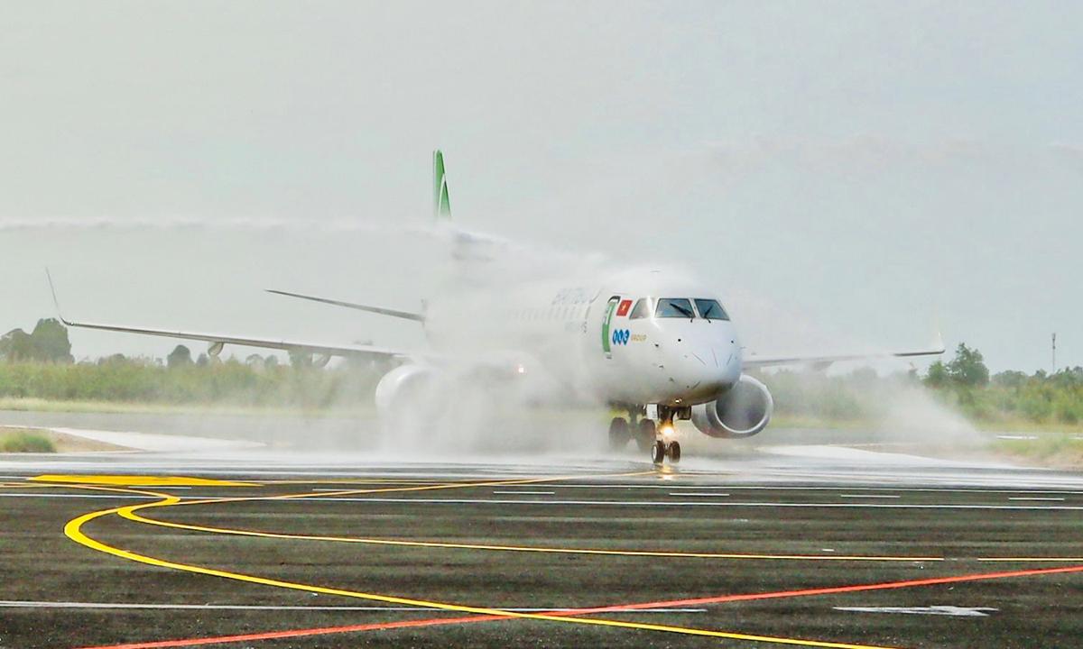 Máy bay của Bamboo Airways tại sân bay Rạch Giá, Kiên Giang. Ảnh: BAV