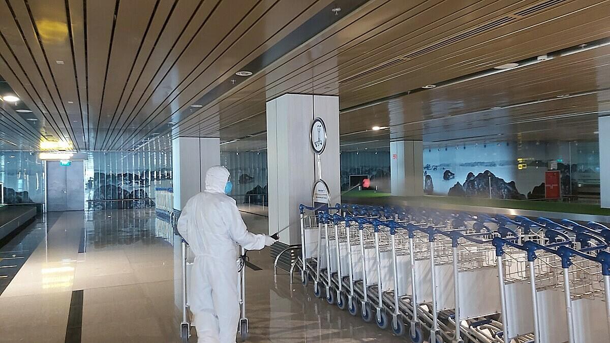 Sân bay Vân Đồn được phun khử trùng thường xuyên.